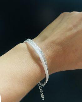 Bracelet brillant blanc et argenté pour l'été