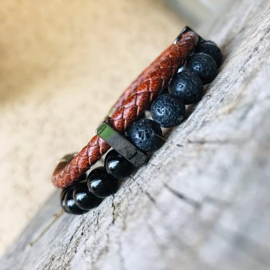 Bracelet masculin avec pierres de lava, inox, cuir tressé marron et pierres Onyx noires